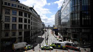 Bloqueio pela Polícia do acesso à London Bridge . Londres.03 de Junho de 2017