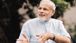 le gouvernement du nationaliste hindou Narendra Modi a choisi la date symbolique du 2 octobre, jour anniversaire de la naissance du Mahatma Gandhi.