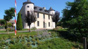 La mairie de la ville d'Arvieu dans le département de l'Aveyron.
