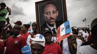 Les partisans du président Paul Kagame, lors du meeting de clôture de campagne pour l'élection présidentielle, à Kigali, le 2 août 2017.