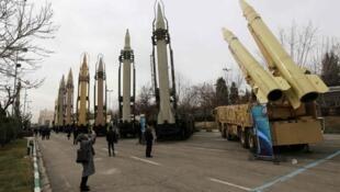 Exibição de mísseis na capital iraniana, em 2 de fevereiro de 2019