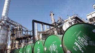 صنایع نفت و گاز در ایران یکی از اهداف عمده تحریم های بین المللی علیه ایران است
