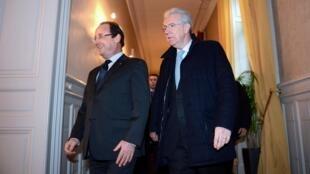 François Hollande, presidente da França (à esq.) e Mario Monti, chefe do governo italiano, durante a cúpula franco-italiana desta segunda-feira em Lyon.