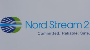 Logo của dự án đường ống dẫn khí đốt Nord Stream 2 tại hội nghị Diễn Đàn Kinh Tế Quốc Tế 2017 tại Saint-Petersbourg, ngày 01/06/2017.