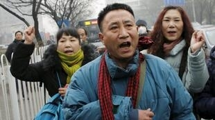 Supporters of Pu Zhiqiang outside the Beijing Intermedeate Court.