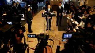 香港警务处处长邓炳强周六在北京接受采访资料图片