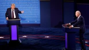 Donald Trump et Joe Biden, candidats à la présidentielle, s'écharpent lors du premier débat télévisé organisé à Cleveland (Ohio), le mardi 29 septembre 2020.