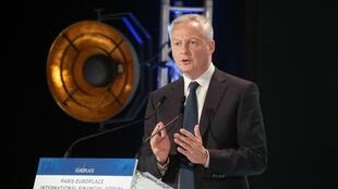 El ministro francés Bruno Le Maire habla durante una rueda de prensa que dio el 26 de abril de 2021 en París