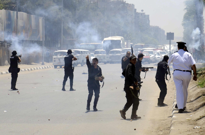 Polícia reprime apoiantes de Mohamed Morsi