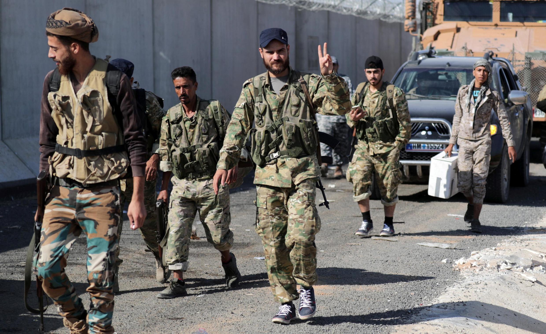 گروههای مسلح سوری که تحت فرمان ترکیه هستند، به روستایی در شمال سوریه وارد میشوند