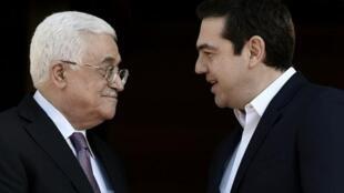 Rais wa Palestina Mahmoud Abbas (kushoto) na Waziri mkuu Ugiriki Alexis Tsipras, Athens, Desemba 21, 2015.