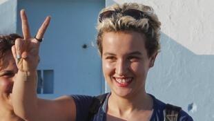 A militante tunisiana do Fêmen, Amina Sboui, ao sair da prisão de Sousse, na Tunísia, nesta quinta-feira, dia 1° de agosto.