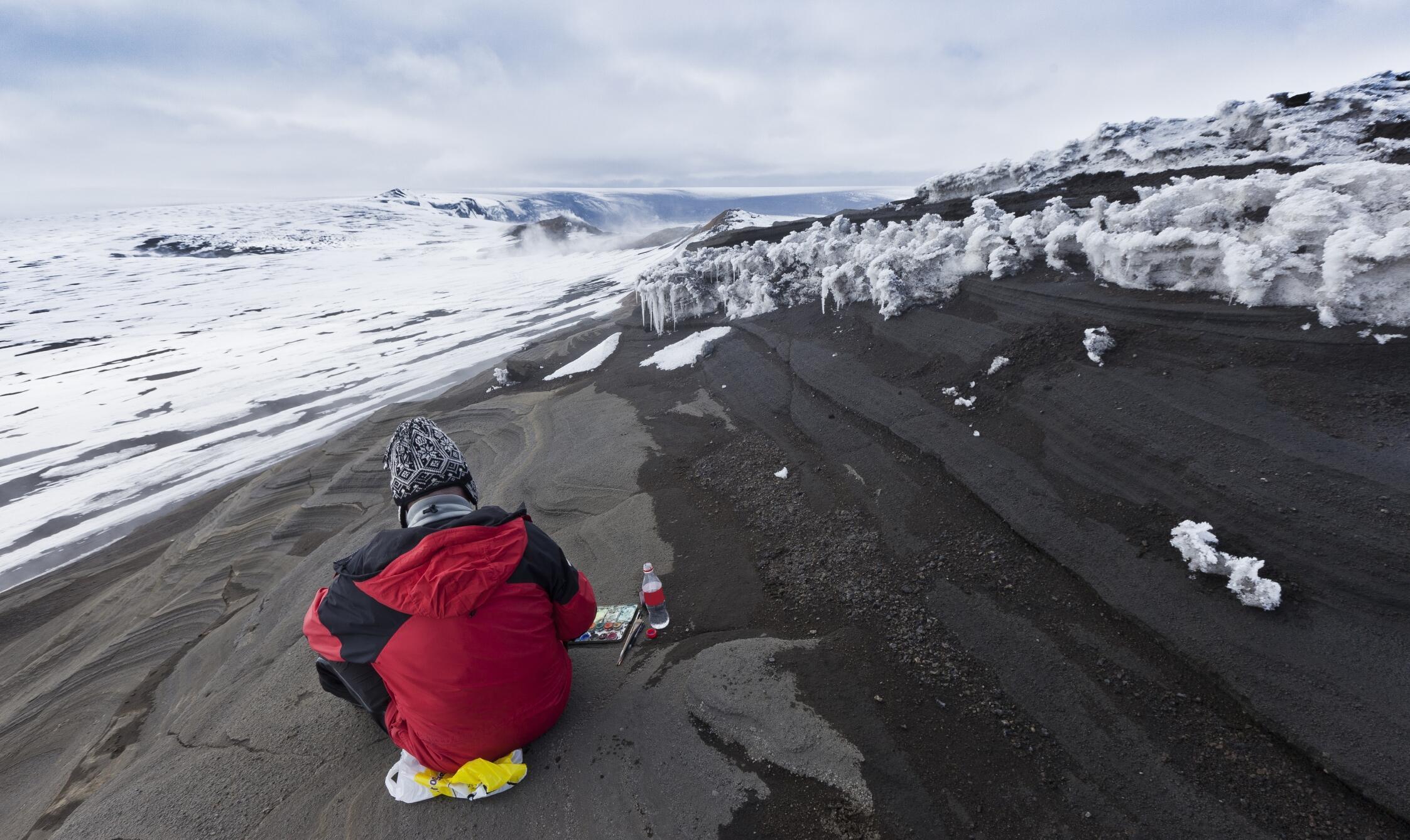Gravement touchée par la crise économique en 2008 et faiblement peuplée, l'Islande manquait de ressources.
