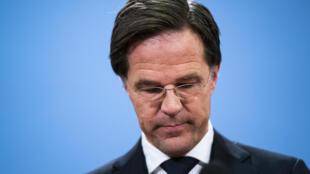 Mark Rutte, durante la rueda de prensa en que anunció la dimisión del gobierno holandés, el 15 de enero de 2021 en La Haya