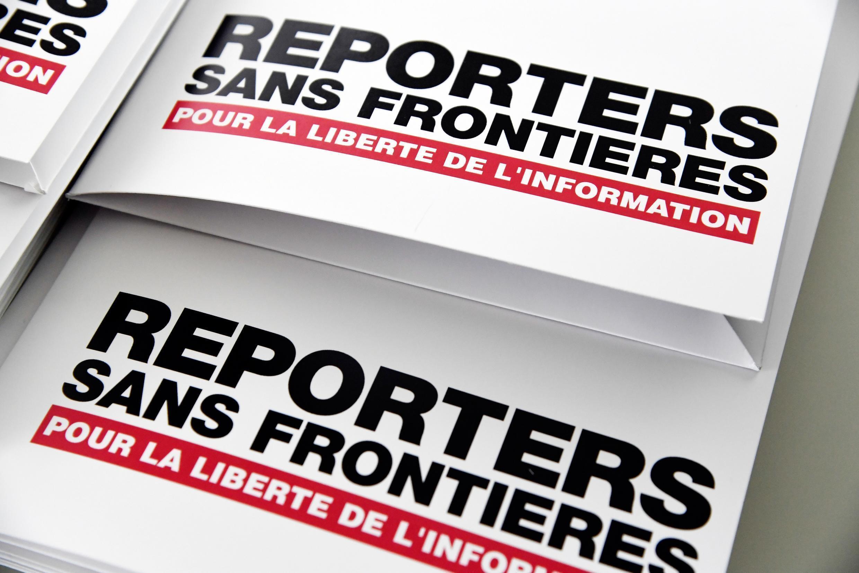 Unas carpetas para comunicados de prensa de Reporteros Sin Fronteras durante la presentación de su informe sobre la libertad de prensa en el mundo en 2018, el 25 de abril de aquel año en París