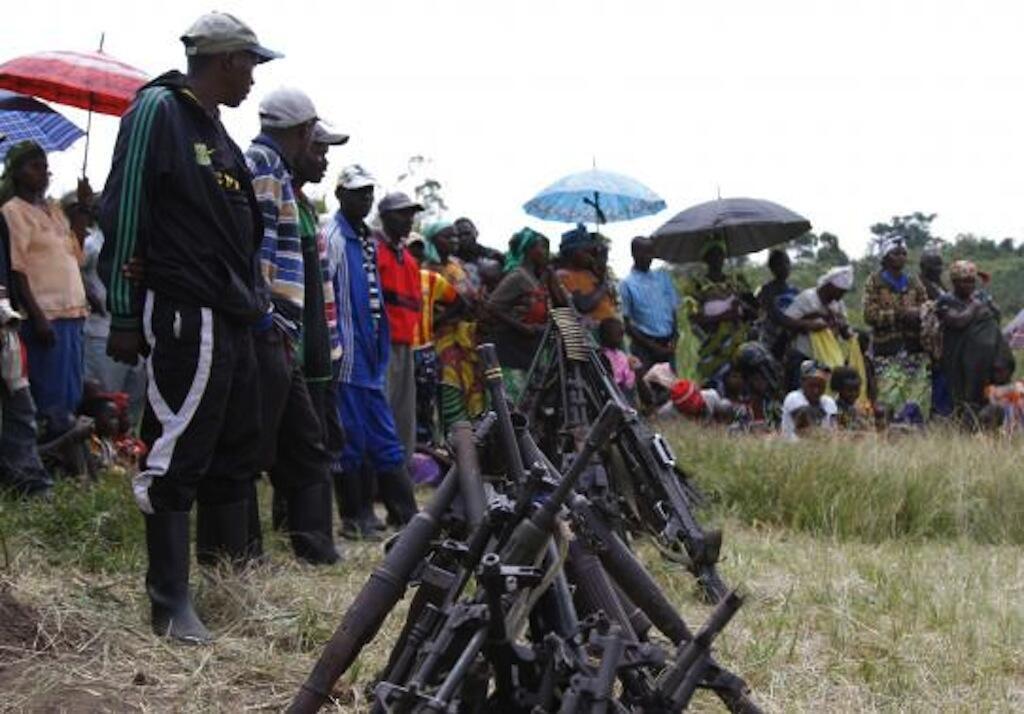 Silaha za waasi wa FDLR waliojisalimisha huko Kateku, mashariki mwa DRC, Mei 30, 2014.