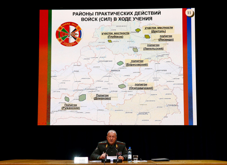 """Thứ trưởng Quốc Phòng Belarus giới thiệu cuộc tập trận """"Zapad 2017"""" giữa Nga và Belarus tại một cuộc họp báo ở Minsk, ngày 29/08/2017."""