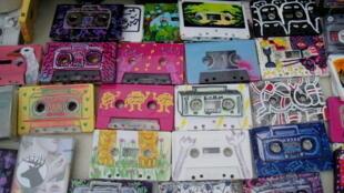 Des cassettes audio.
