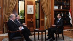 O presidente sírio Bashar al-Assad durante a entrevista a jornalistas argentinos, em 18 de maio de 2013.
