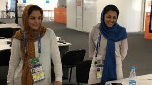 Mona (à esq.) e Samira são as primeiras mulheres a cobrirem uma Copa do Mundo pelo Irã.