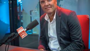 Thomas Levet dans les studios de RFI.