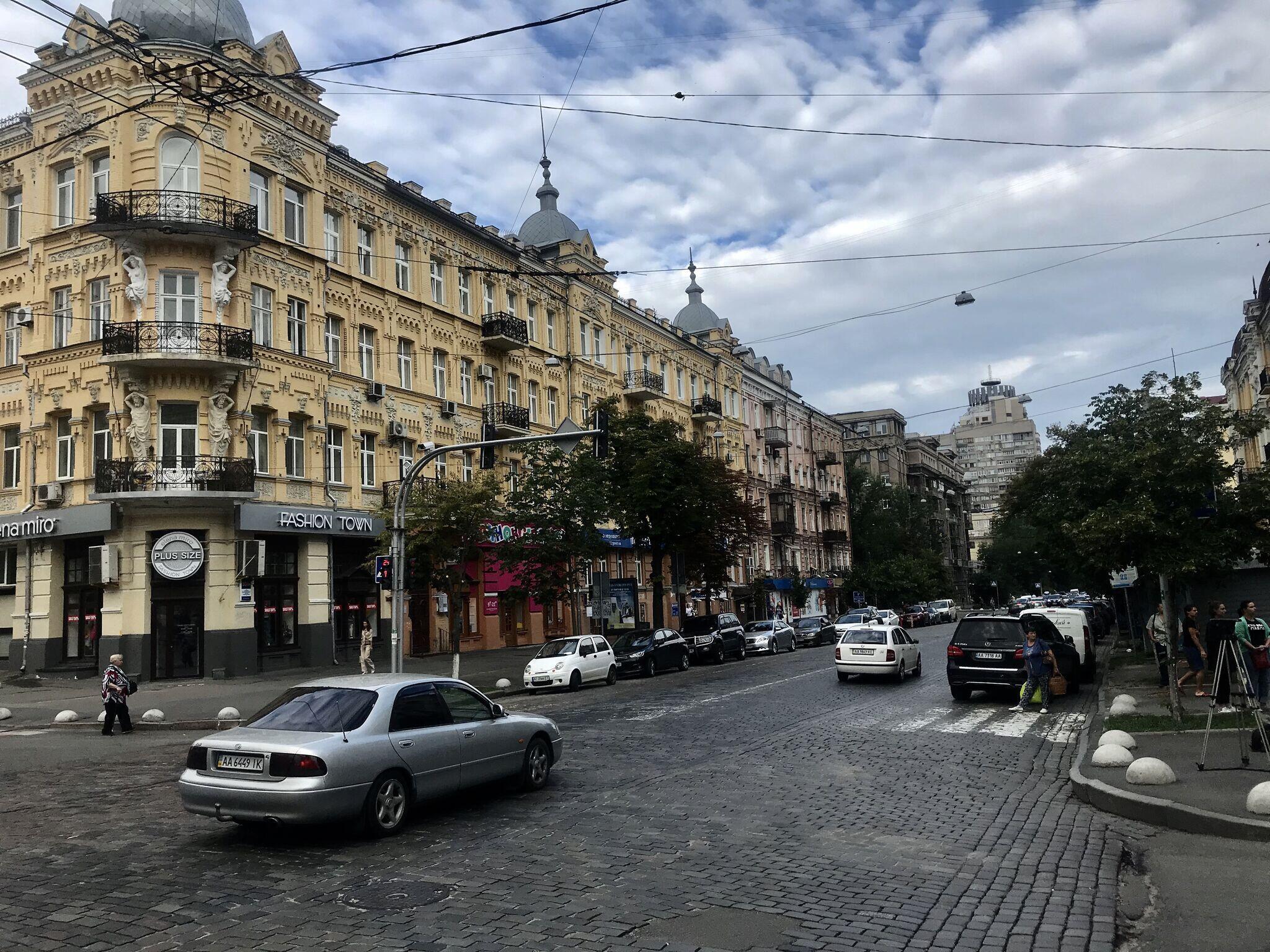 Автомобиль Павла Шеремета взорвался на пересечении улиц Богдана Хмельницкого и Ивана Франко, когда журналист ехал на утренний эфир «Радио Вести»