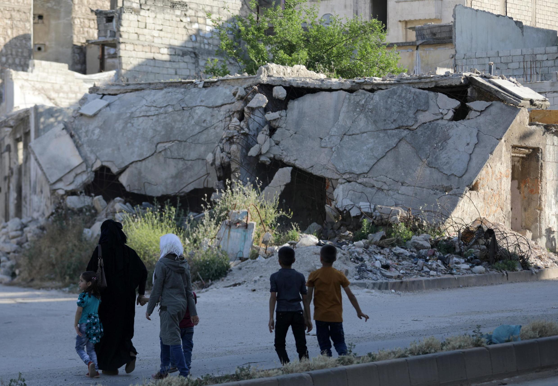 Depuis l'intensification en avril des bombardements de l'armée syrienne, soutenue par l'armée russe dans la région d'Idleb, plus d'une vingtaine de centres médicaux ont été attaqués.