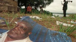 Une affiche au sol de l'ancien président congolais, Laurent-Désiré Kabila. Photo prise en septembre 2000.