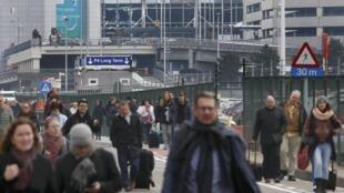Momentos depois das explosões no aeroporto internacional de Bruxelas.