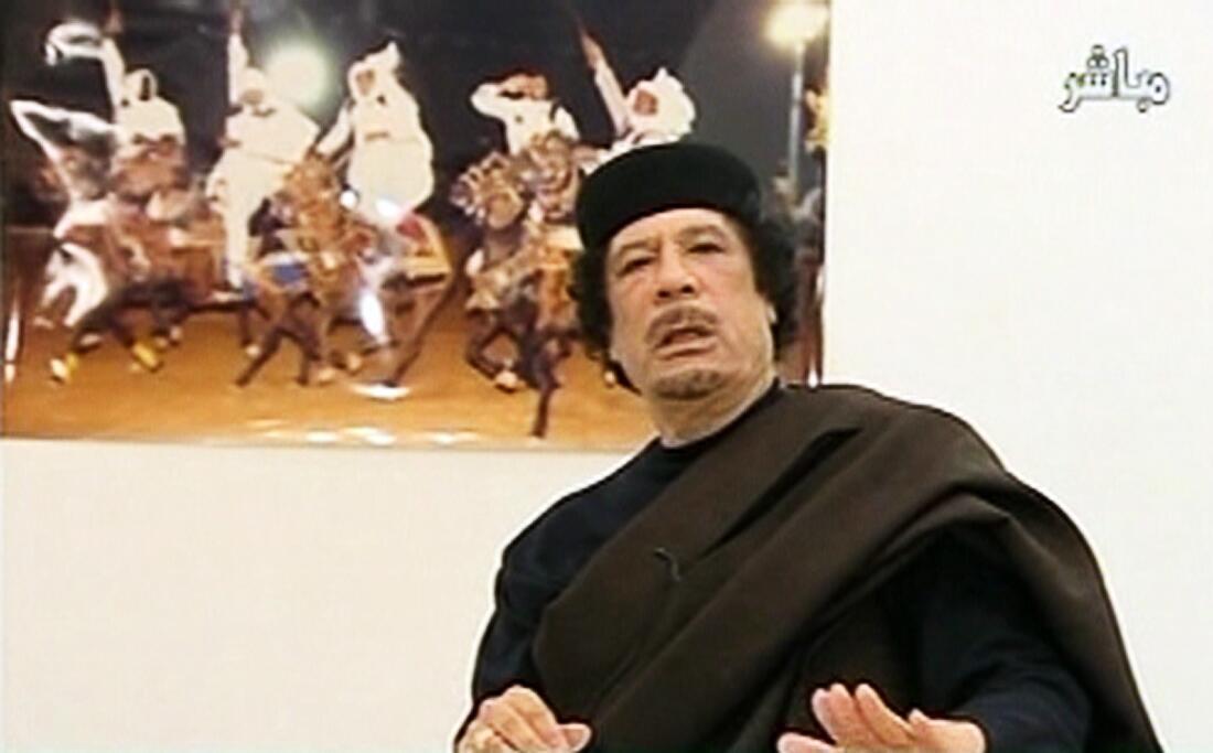 Muamar Kadafi durante una intervención televisada el 30 de abril de 2011