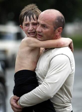 Борис Кантемиров с племянником. Беслан 2004 год
