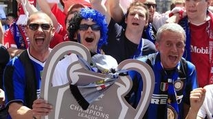 Torcedores do Bayern de Munique e da Inter de Milão aguardam a final da Liga dos Campeões