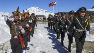 中印邊境兩國士兵資料圖片