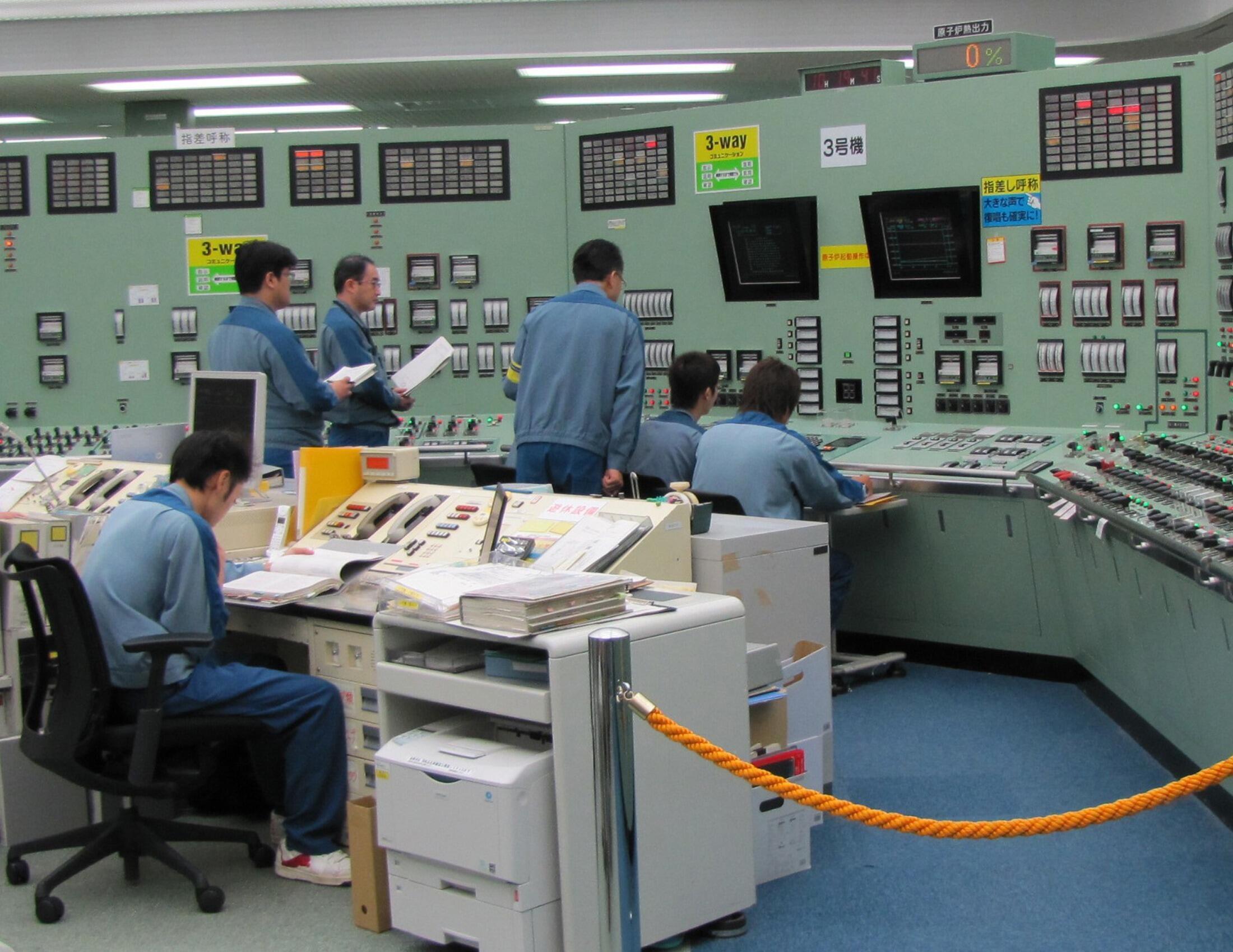 Sala de controle do reator 3, o mais danificado, na central nuclear de Fukushima.