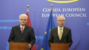 Ivo Josipovic (G), le président croate et Herman Van Rompuy, président du Conseil européen, le 8 juin 2011.