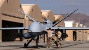 Quân đội Mỹ chuẩn bị máy bay không người lái tại căn cứ không quân Kandahar, Afghanistan 09/03/2016.