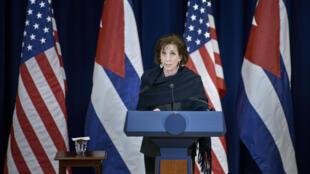 A representante americana, Roberta Jacobson, em entrevista após o encontro.