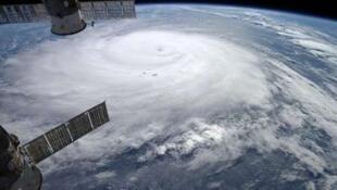 Foto do furacão Gonzalo sobre o Oceano Atlântico em imagem da Nasa feita pelo astronauta Alexander Gerst, da Estação Espacial Internacional, em 17 de outubro de 2014.