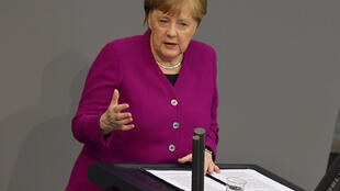 La canciller Angela Merkel habla sobre la crisis del coronavirus ante el Parlamento alemán, el 23 de abril de 2020 en Berlín