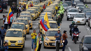 Protesta de taxistas contra la competencia desleal, en Bogotá, este 10 de mayo de 2017.
