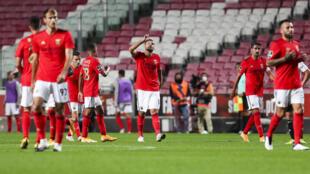 Benfica derrotou o Farense por 3-2 com dois tentos do suíço Haris Seferović (centro).
