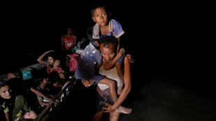 Thuyền nhân Rohingya trong đêm ngày 29/09/2017 vào được đất liền gần Cox's Bazar, Bangladesh.
