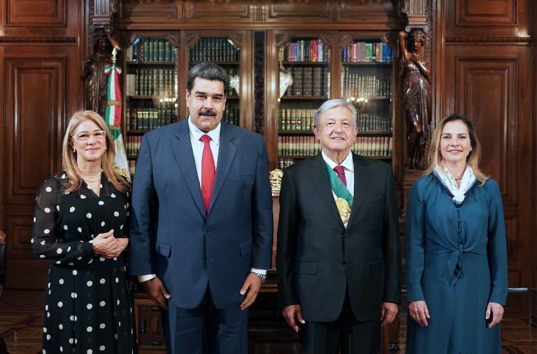 Le président vénézuélien Nicolás Maduro et sa compagne Cilia Flores, en compagnie du nouveau couple présidentiel mexicain, Andrés Manuel López Obrador (AMLO) et Beatriz Gutiérrez Müller. Mexico, le 1er décembre 2018.