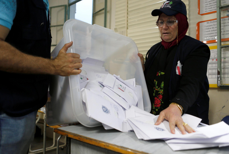 Dépouillement des voix dans un bureau de vote à Beyrouth, le 6 mai 2018.