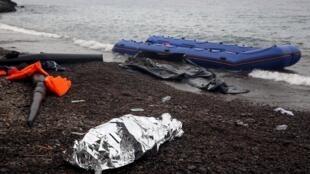 Entre le 16 et 17 juin 2017, 126 personnes sont mortes noyées dans les eaux libyennes (image: les restes d'un naufrage en Méditerranée).