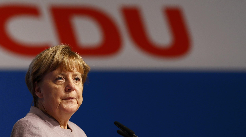 La chancelière allemande et présidente fédérale de l'Union chrétienne-démocrate (CDU), Angela Merkel, visite le lieu du congrès de son parti, à Essen, le 5 décembre 2016.