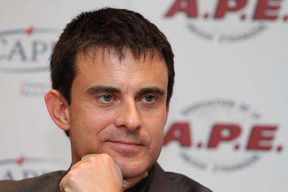 O deputado socialista Manuel Valls questionou as 35 horas e afirmou que era preciso desbloquear este regime