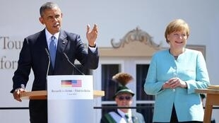 Angela Merkel y Barack Obama pronuncian  un discurso en  Kruen, en el sur de Alemania el 7 de junio del 2015. REUTERS/Hannibal Hanschke.