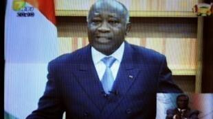 Laurent Gbagbo durante su discurso difundido por la televisión pública el 21 de diciembre del 2010.
