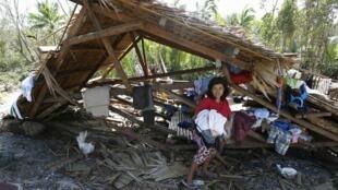 """Один из домов, разрушенных тайфуном """"Хагупит"""" на Филиппинах 08/12/2014"""